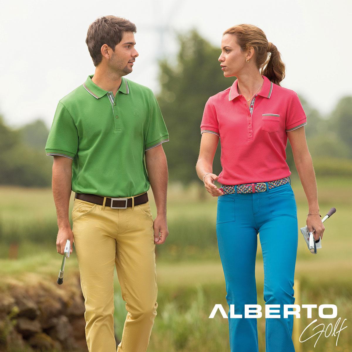 Frau und Mann spielen Golf
