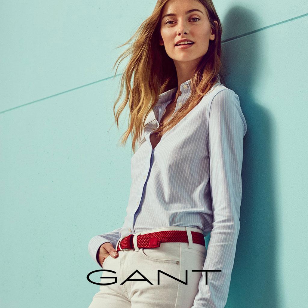 Model trägt Kleidung von Gant